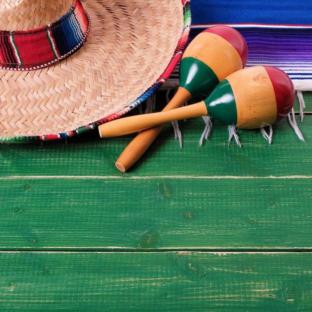 México cinco de maio madeira fundo sombrero mexicano Foto Premium
