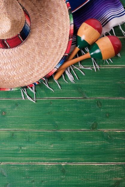 México cinco de mayo madeira fundo sombrero poncho cobertor mar Foto Premium