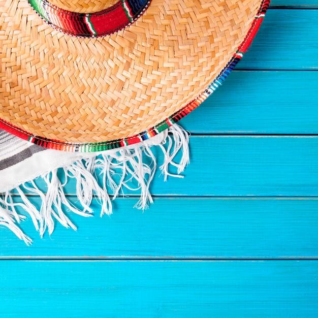 México sombrero cinco de maio madeira fundo Foto Premium