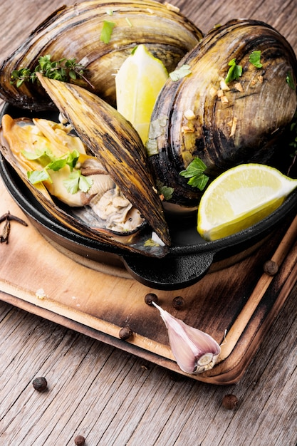Mexilhões deliciosos frutos do mar Foto Premium