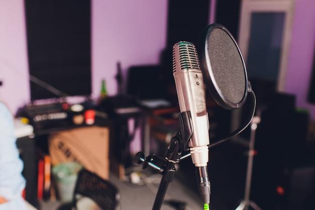 Microfone condensador profissional de estúdio, conceito musical. gravação. Foto Premium