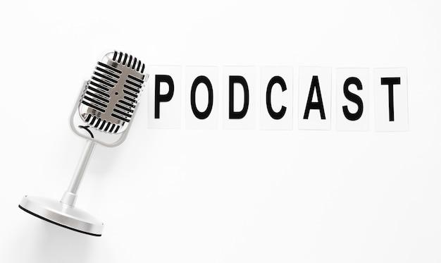 Microfone de vista superior para podcast Foto gratuita