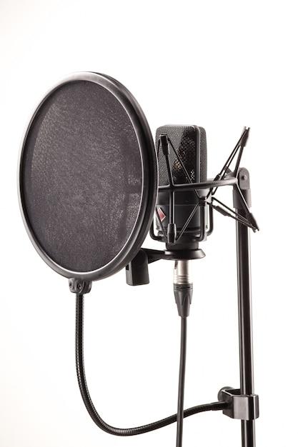 Microfone na estação de transmissão Foto gratuita