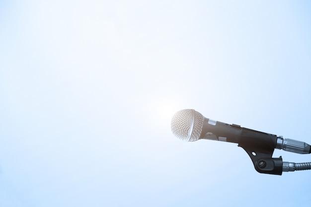 Microfone na sala de conferências ou sala de seminários Foto Premium