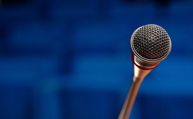 Microfone na sala de conferências Foto Premium