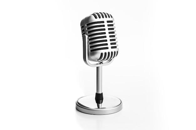 Microfone retrô isolado no fundo branco Foto Premium