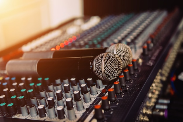 Microfones na sala de reuniões Foto Premium