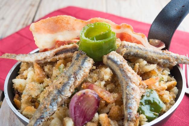 Migas comida tradicional na espanha Foto Premium