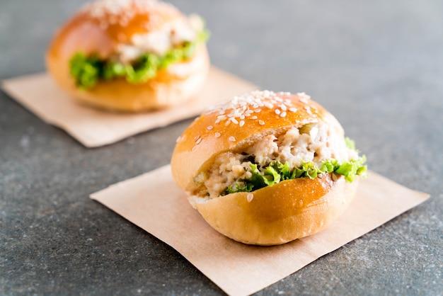 Mini hambúrguer de atum Foto Premium