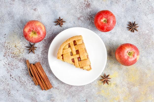 Mini tarte de maçã caseira com canela Foto gratuita