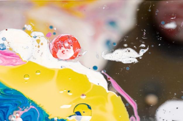Mistura colorida criativa de acrílicos Foto gratuita