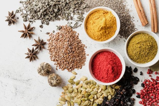 Mistura de sementes orgânicas e alimentos em pó vista superior Foto Premium