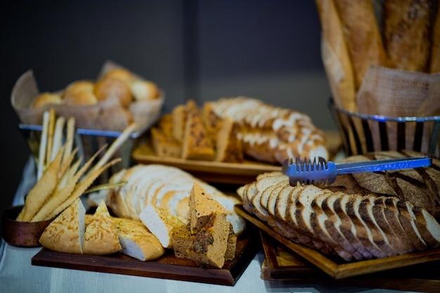 Misture pão, sobremesa de pastelaria, comida Foto Premium