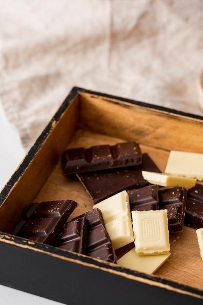 Mix de diferentes barras de chocolate Foto gratuita