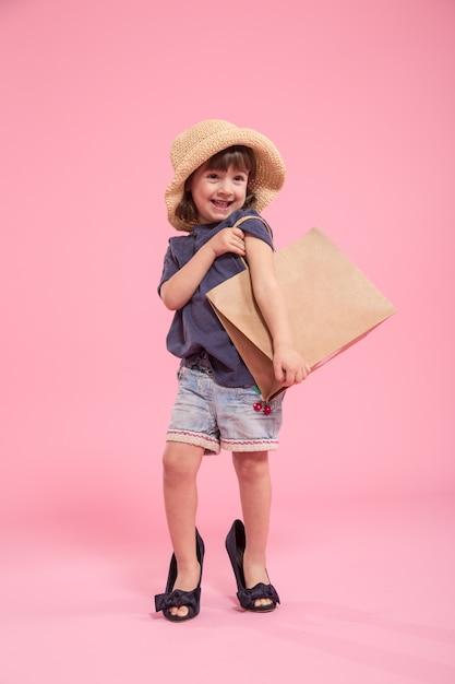 Moça é uma fashionista no lugar da mãe Foto gratuita
