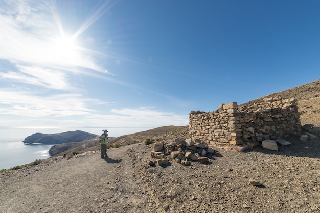 Mochileiro, explorar, a, majestoso, inca, rastros, ligado, ilha sol Foto Premium