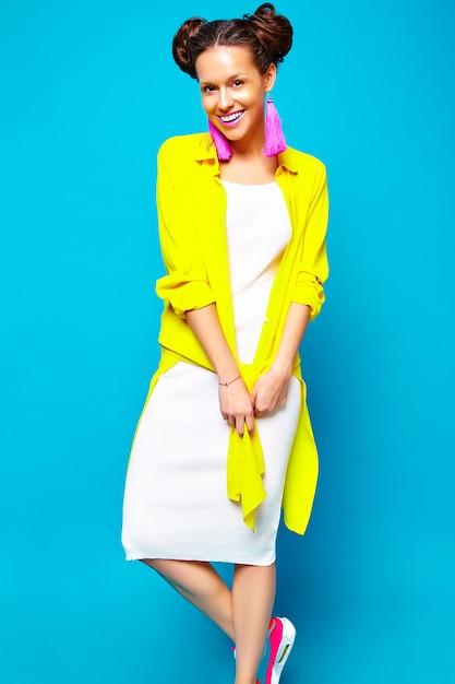 Moda mulher em roupas de verão casual hipster Foto gratuita