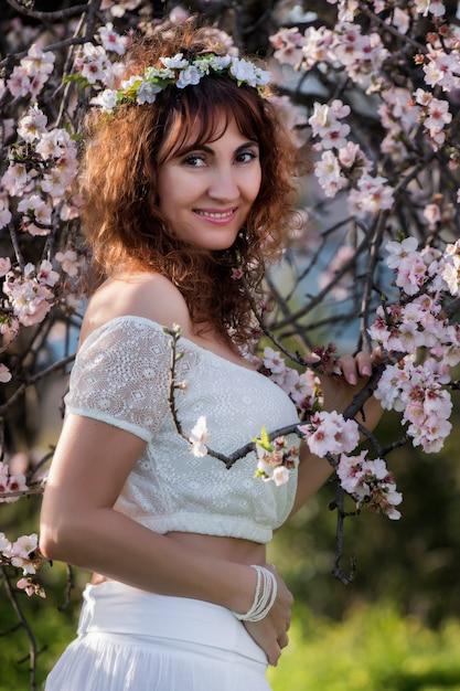 Moda mulher na natureza Foto Premium