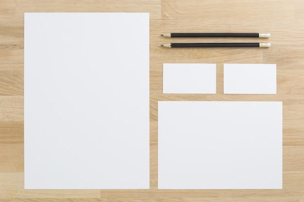 Modelo de marca de negócios com cartões de visita Foto Premium