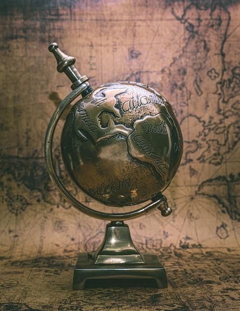 Modelo do globo do mundo de bronze Foto Premium
