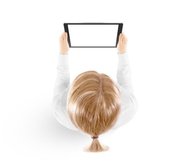 Modelo do pc da tabuleta da posse da mulher à disposição, vista superior isolada. Foto Premium