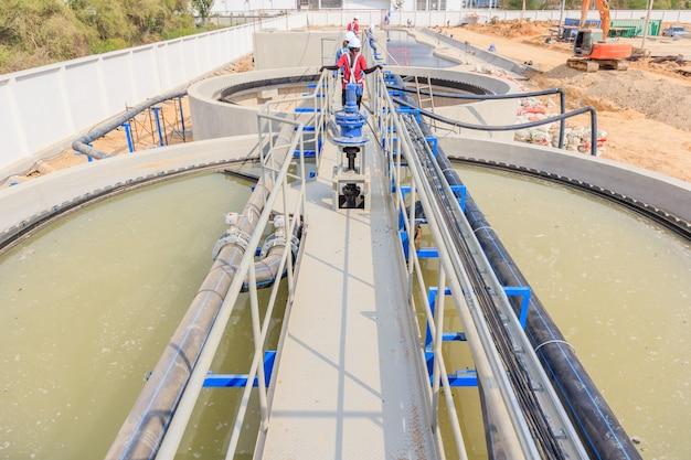 Moderna estação de tratamento de águas residuais urbanas. Foto Premium