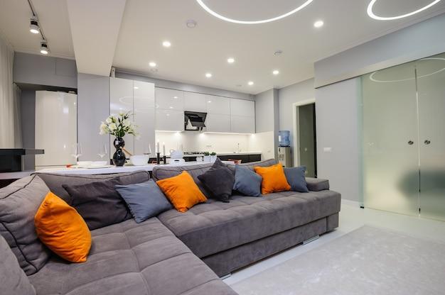 Moderna sala de estar e cozinha branca Foto Premium