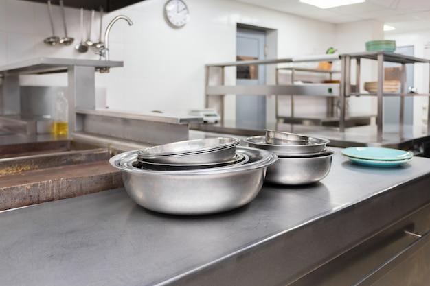 Modernos, equipamento cozinha, em, um, restaurante Foto Premium