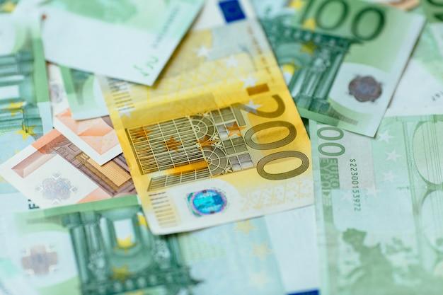 Moeda do euro. euro close up do dinheiro. fundo de notas de euro. Foto gratuita