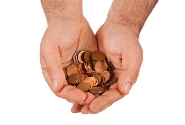 Moedas de euro de cobre nas mãos Foto Premium