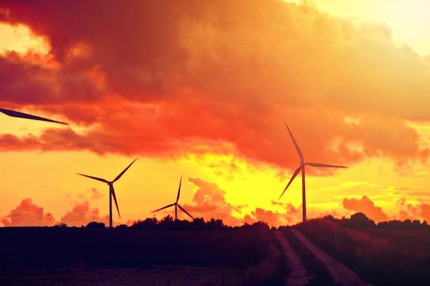 Moinhos de vento. energia alternativa. Foto gratuita