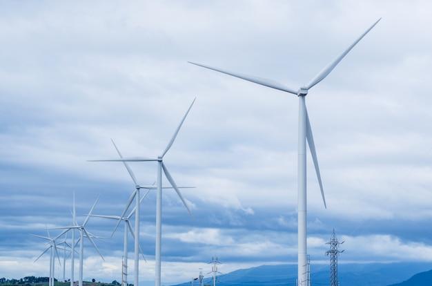 Moinhos de vento energia limpa Foto Premium