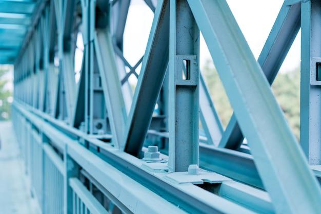 Moldação nova do metal da casa da construção residencial. fragmento. Foto Premium