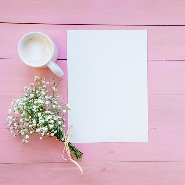 Molde, Café E Buquê Com Fundo Rosa