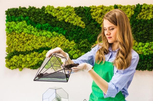 Molde de vidro para o cultivo de plantas e decoração de interiores, areia, terra, suculentas, cactos e plantas, plantas de plantas femininas Foto Premium