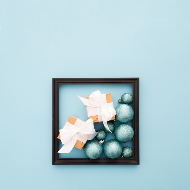 Moldura com enfeites de natal Foto gratuita