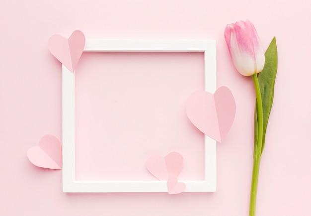 Moldura com pétalas de tulipa Foto gratuita