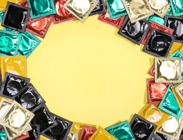 Moldura de preservativo circular com cópia-espaço Foto gratuita