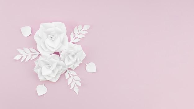 Moldura de vista superior com flores brancas e cópia-espaço Foto gratuita