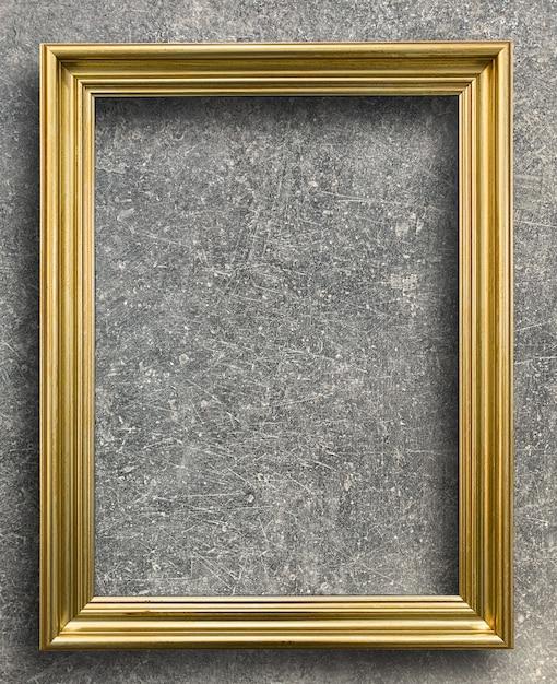 Moldura dourada vintage na parede de cimento ferrugem Foto Premium