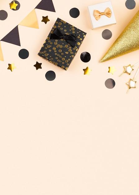 Moldura elegante de decoração de aniversário plana Foto gratuita