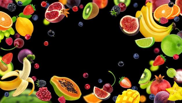 Moldura feita de frutas e bagas Foto Premium