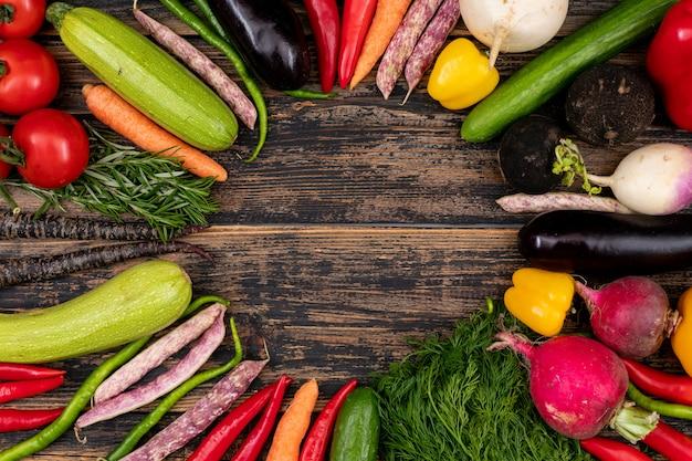 Moldura feita de legumes frescos Foto gratuita