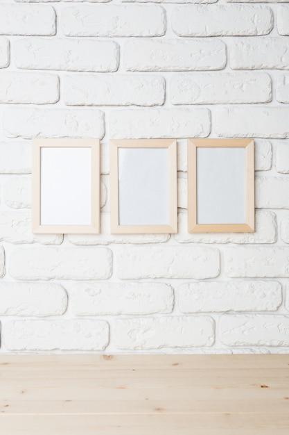 Moldura preta em branco na parede Foto Premium