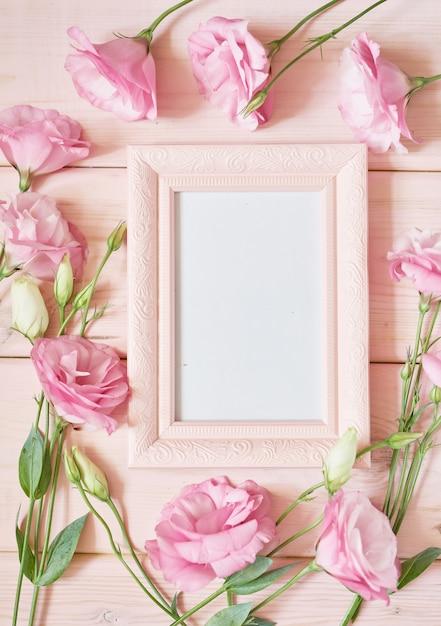 Molduras para fotos e flores em rosa Foto Premium
