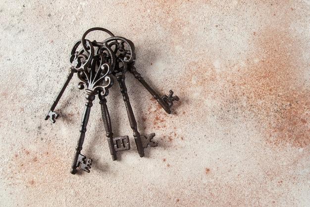 Molho de chaves de ferro fundido Foto Premium