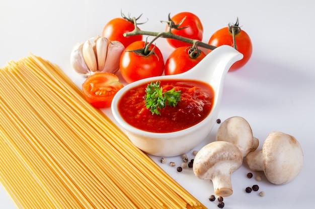 Molho de tomate, gaspacho, ketchup Foto Premium