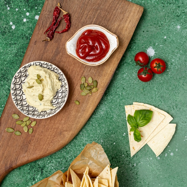 Molhos caseiros variados para tortilla Foto gratuita