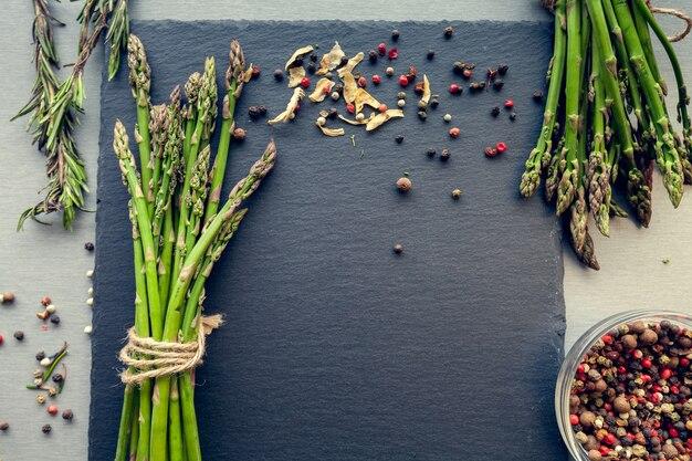 Molhos de espargos com especiarias Foto Premium