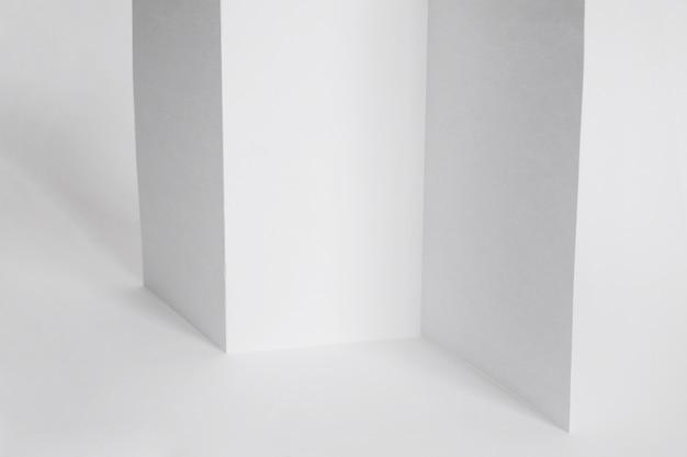 Monograma de papel triplo Foto gratuita